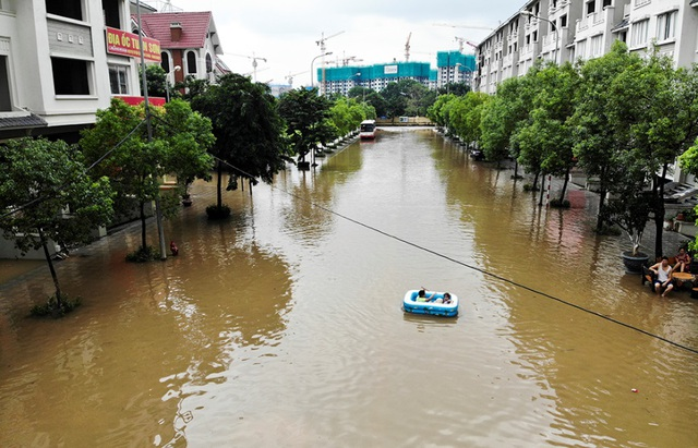 Biển nước bao vây khu biệt thự triệu đô ở Hà Nội - 2
