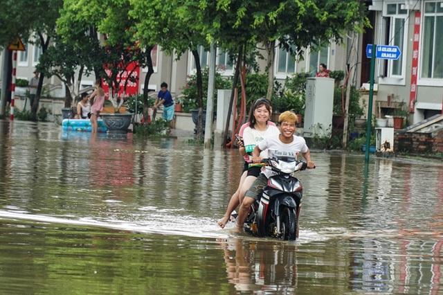 Biển nước bao vây khu biệt thự triệu đô ở Hà Nội - 3