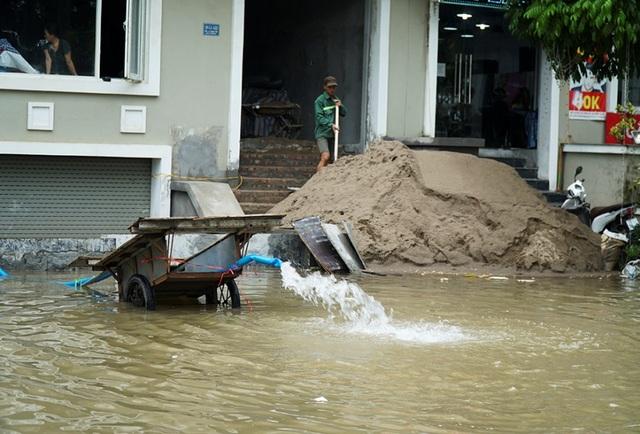 Biển nước bao vây khu biệt thự triệu đô ở Hà Nội - 5