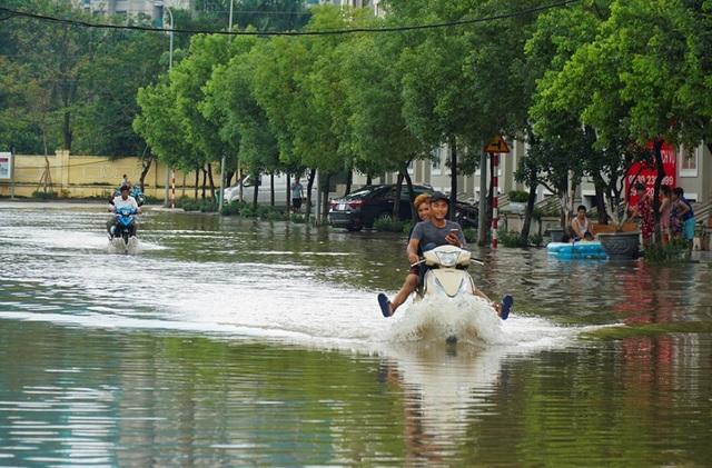 Biển nước bao vây khu biệt thự triệu đô ở Hà Nội - 6