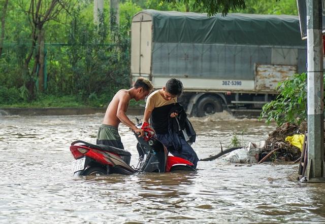 Biển nước bao vây khu biệt thự triệu đô ở Hà Nội - 7