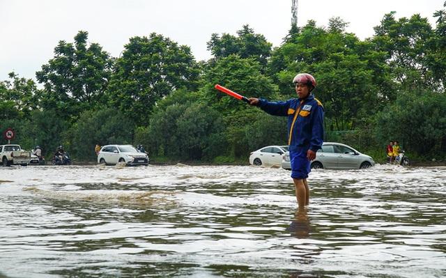 Biển nước bao vây khu biệt thự triệu đô ở Hà Nội - 10