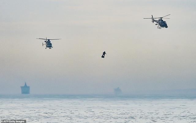 """""""Người bay"""" Pháp lập kỷ lục vượt eo biển Anh thành công - 6"""