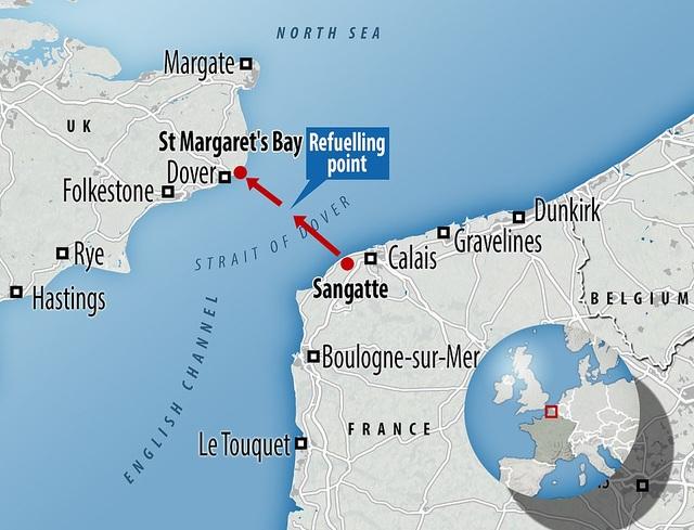 """""""Người bay"""" Pháp lập kỷ lục vượt eo biển Anh thành công - 9"""