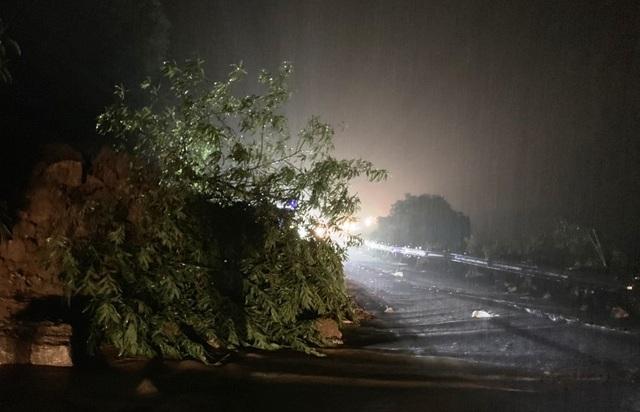 Quốc lộ 6 qua Sơn La bị sạt lở, giao thông tê liệt nhiều giờ - 5
