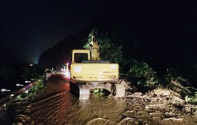 Quốc lộ 6 qua Sơn La bị sạt lở, giao thông tê liệt nhiều giờ - 4