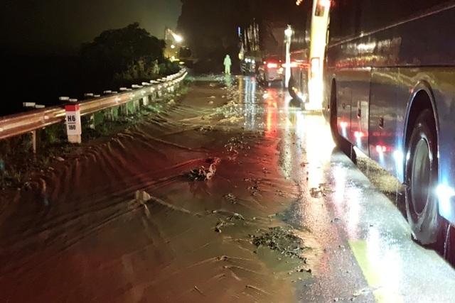 Quốc lộ 6 qua Sơn La bị sạt lở, giao thông tê liệt nhiều giờ - 6
