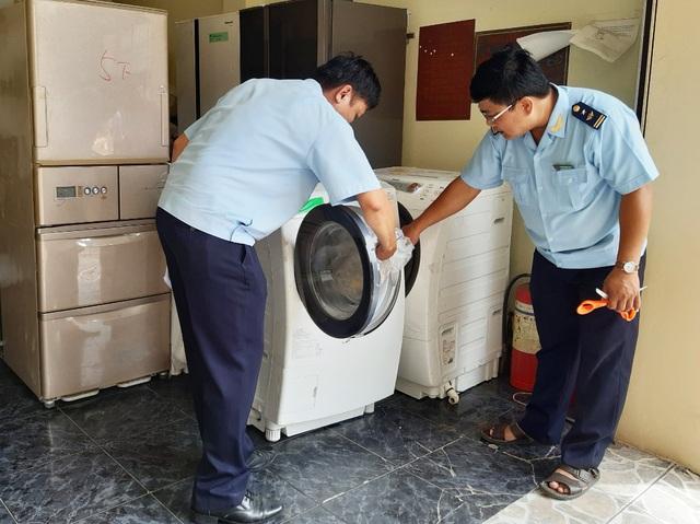 12 tấn máy lạnh, máy giặt cũ nhập lậu bị bắt giữ - 1
