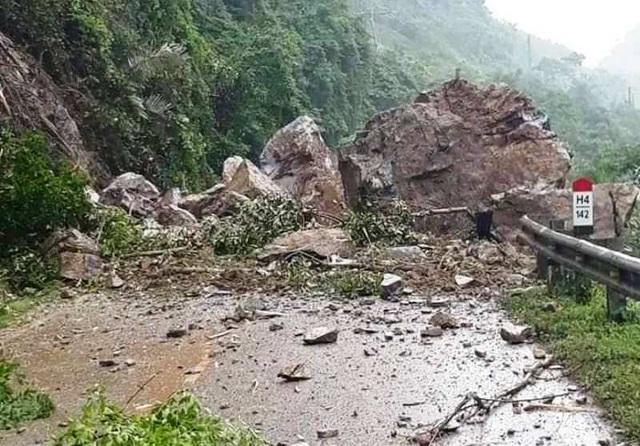 Cận cảnh huyện Mường Lát ngập ngụa trong bùn lũ, bị cô lập vì sạt lở - 1