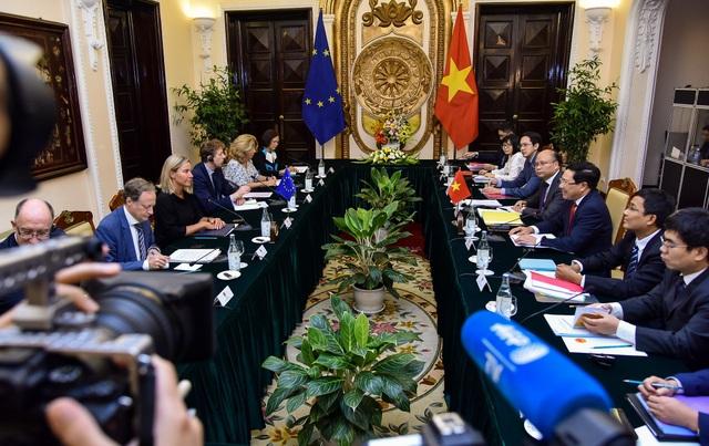 Việt Nam - EU nêu căng thẳng Biển Đông trong cuộc họp báo tại Hà Nội - 4
