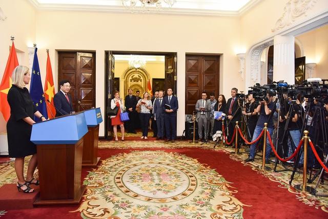 Việt Nam - EU nêu căng thẳng Biển Đông trong cuộc họp báo tại Hà Nội - 3