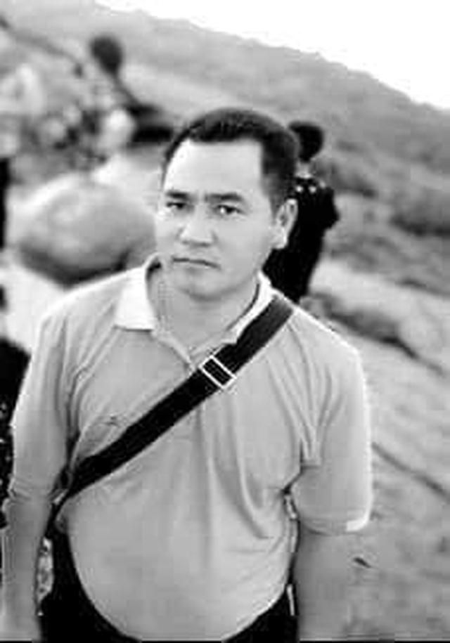 Trưởng công an xã hy sinh trong lũ: Xót xa đám tang nhờ nhà người thân - 6