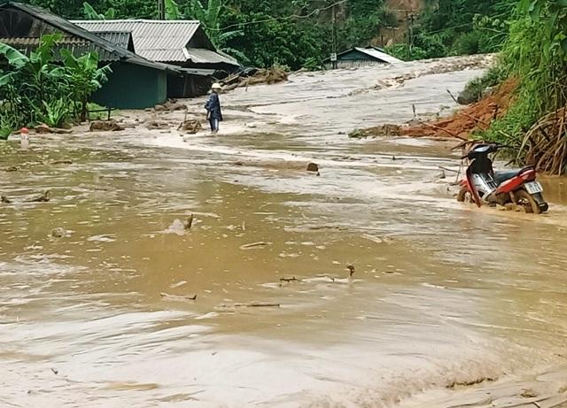 Cận cảnh huyện Mường Lát ngập ngụa trong bùn lũ, bị cô lập vì sạt lở - 3