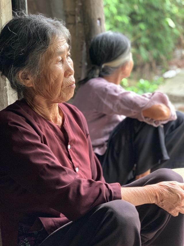 Quặn lòng 2 bà cụ nuôi nhau trong cảnh đói nghèo, không ai nương tựa - 8