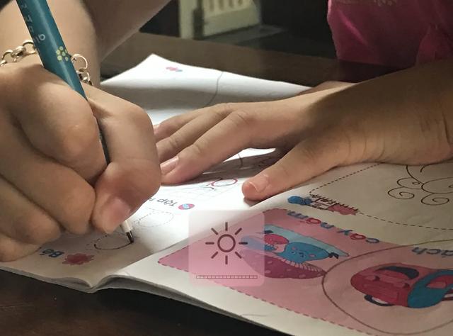 Chăm chăm cho con học chữ trước là bố mẹ lười! - 5