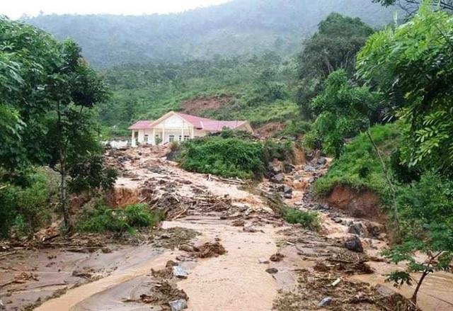 Cận cảnh huyện Mường Lát ngập ngụa trong bùn lũ, bị cô lập vì sạt lở - 10