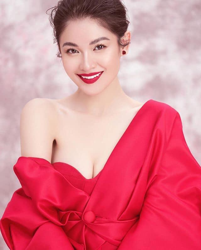 Dàn hot girl ĐH Ngoại thương xinh như hoa hậu Lương Thùy Linh - 1