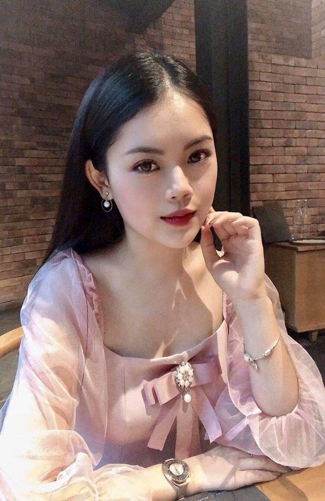 Dàn hot girl ĐH Ngoại thương xinh như hoa hậu Lương Thùy Linh - 12