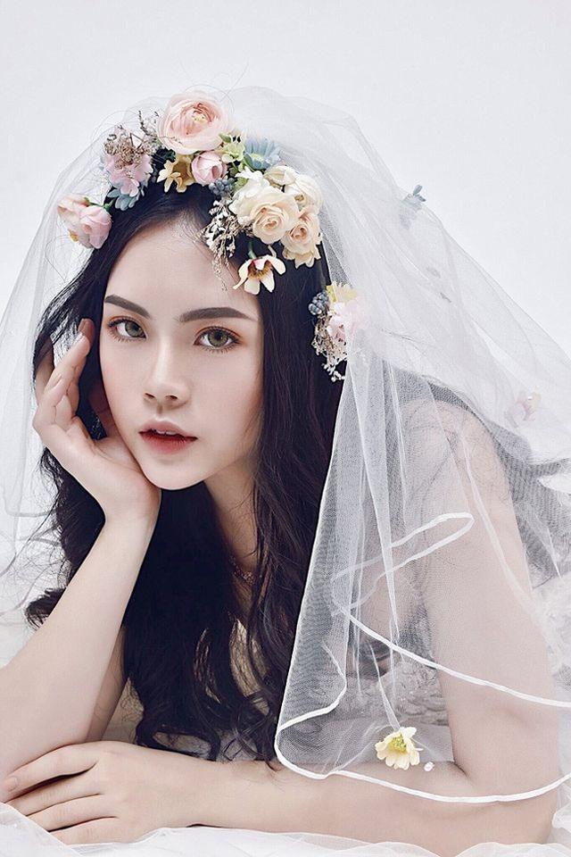 Dàn hot girl ĐH Ngoại thương xinh như hoa hậu Lương Thùy Linh - 14