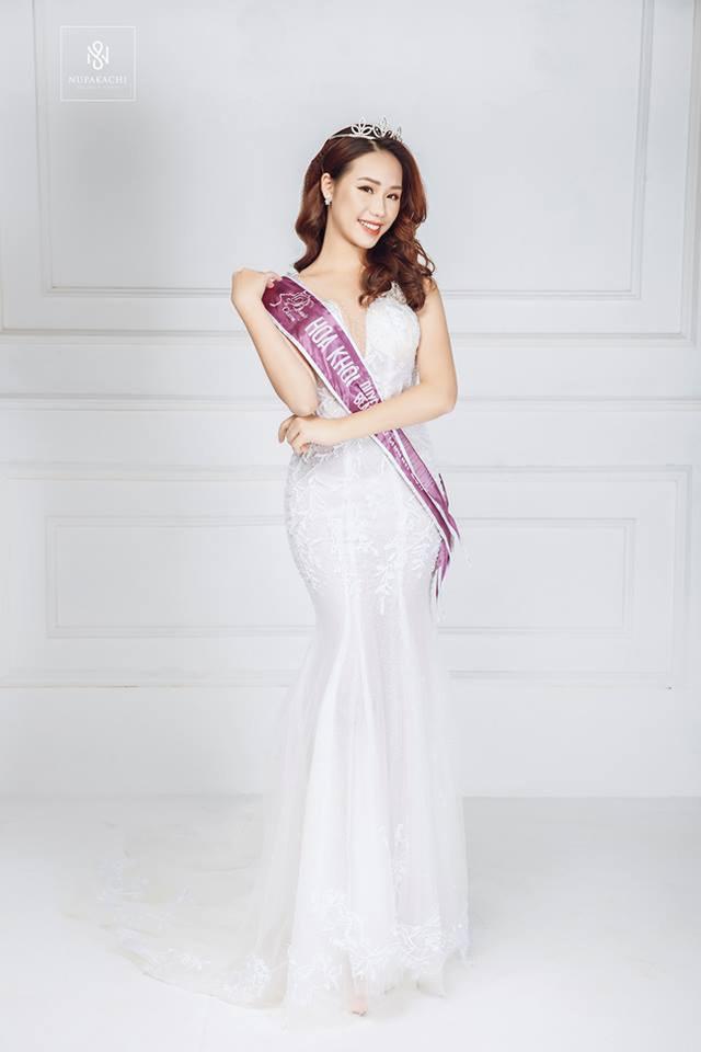 Dàn hot girl ĐH Ngoại thương xinh như hoa hậu Lương Thùy Linh - 15