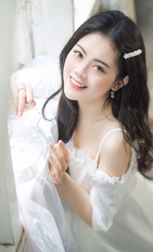 Dàn hot girl ĐH Ngoại thương xinh như hoa hậu Lương Thùy Linh - 9