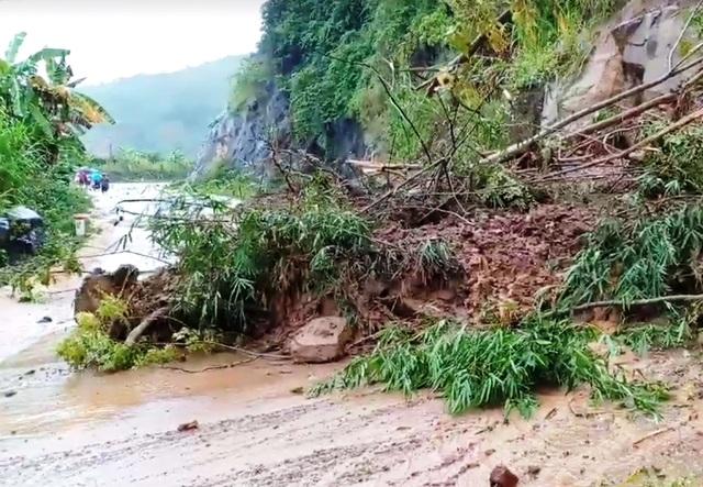 Cận cảnh huyện Mường Lát ngập ngụa trong bùn lũ, bị cô lập vì sạt lở - 9