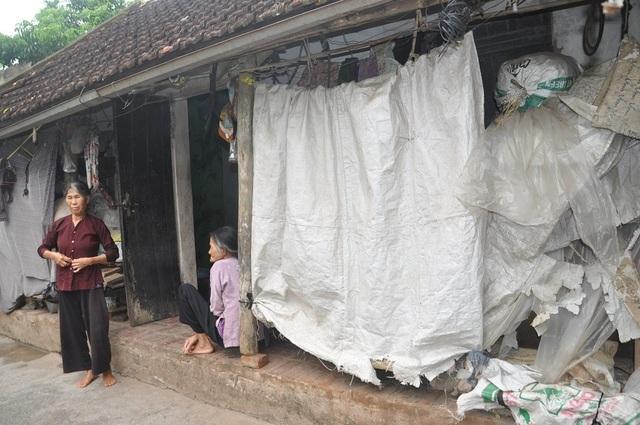 Quặn lòng 2 bà cụ nuôi nhau trong cảnh đói nghèo, không ai nương tựa - 4
