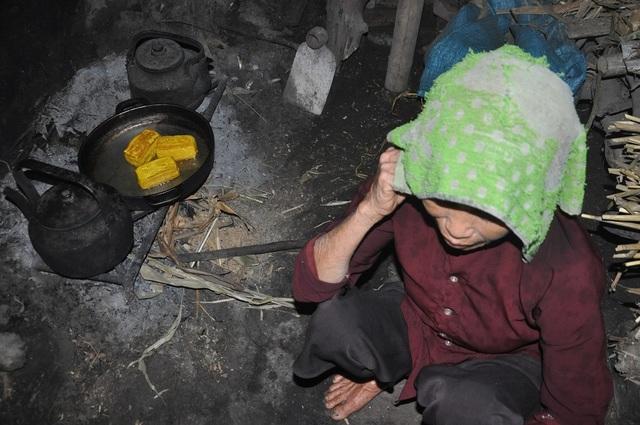 Quặn lòng 2 bà cụ nuôi nhau trong cảnh đói nghèo, không ai nương tựa - 6
