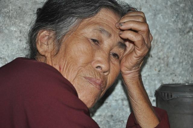 Quặn lòng 2 bà cụ nuôi nhau trong cảnh đói nghèo, không ai nương tựa - 1