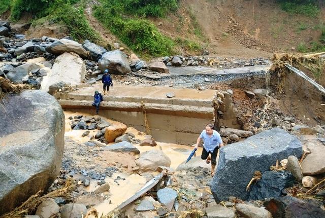 Cận cảnh huyện Mường Lát ngập ngụa trong bùn lũ, bị cô lập vì sạt lở - 5