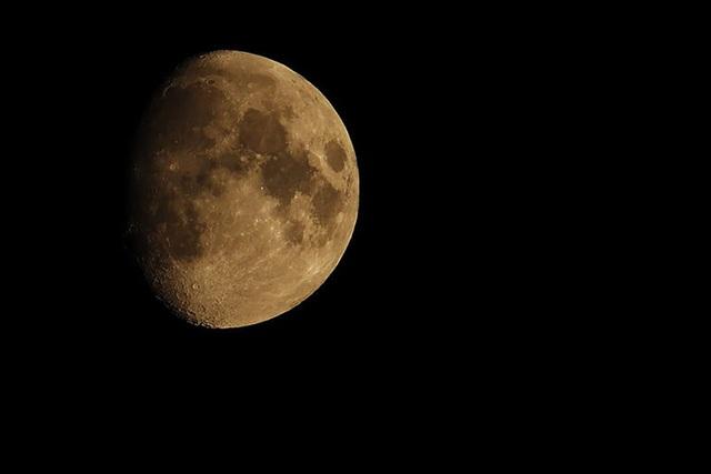 """Mặt Trăng """"già"""" hơn 100 triệu năm so với những gì chúng ta từng biết - 1"""