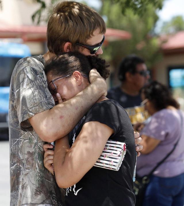 """29 người chết trong 2 vụ xả súng: Cuối tuần """"đẫm máu"""" của nước Mỹ - 4"""