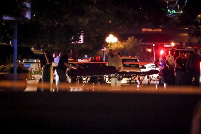 """29 người chết trong 2 vụ xả súng: Cuối tuần """"đẫm máu"""" của nước Mỹ - 8"""