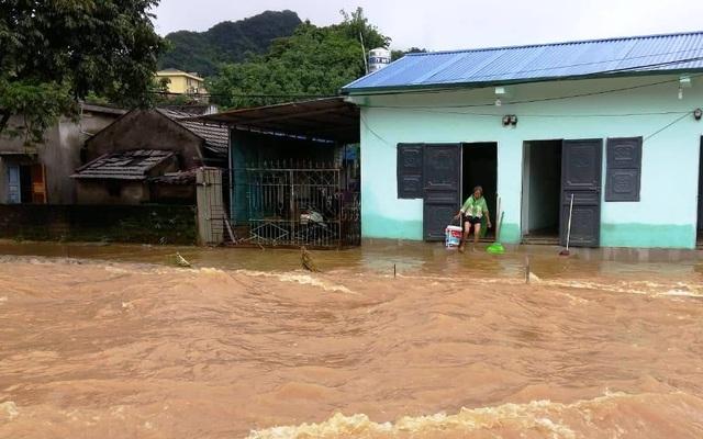 Sơn La: 1 người chết, hàng trăm ngôi nhà ngập lụt vì mưa bão - 3