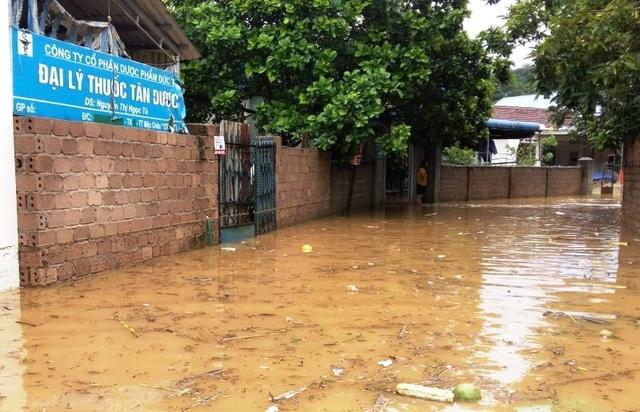 Sơn La: 1 người chết, hàng trăm ngôi nhà ngập lụt vì mưa bão - 1