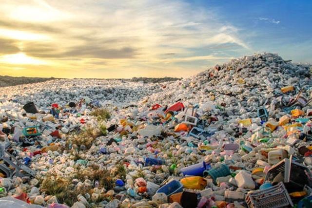 """Việt Nam """"đau đầu"""" nạn rác thải: Trớ trêu cảnh doanh nghiệp cứ vô tư xả rác - 1"""