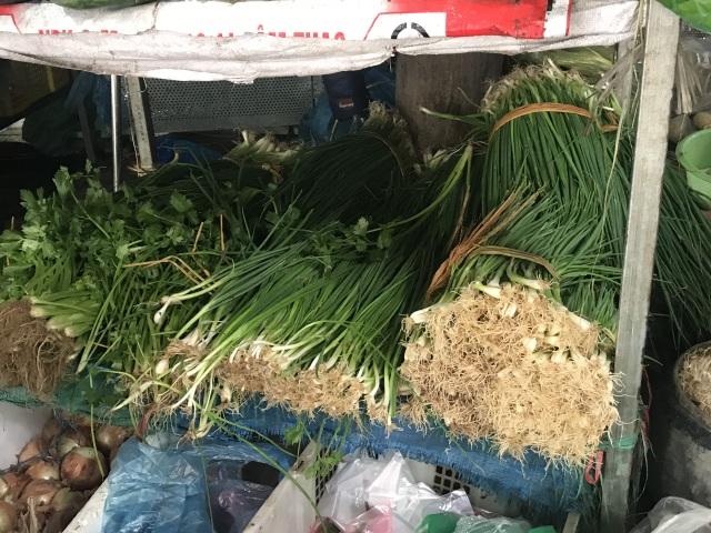 Rau củ Việt tăng gấp đôi, hàng Trung Quốc lại đứng giá sau mưa bão - 3