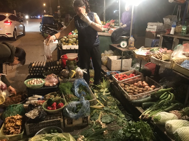 Rau củ Việt tăng gấp đôi, hàng Trung Quốc lại đứng giá sau mưa bão - 2