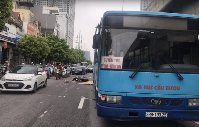 Xe buýt cán chết người trên đường phố Hà Nội - 1