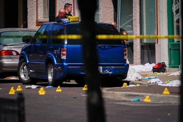 """29 người chết trong 2 vụ xả súng: Cuối tuần """"đẫm máu"""" của nước Mỹ - 10"""