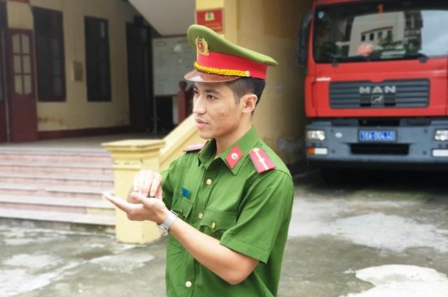 Tuyên dương 5 chiến sĩ cảnh sát cứu cháu bé co giật trên sân Thiên Trường - 3