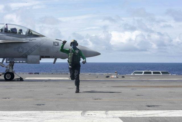 Tàu sân bay uy lực của Mỹ tuần tra Biển Đông - 2