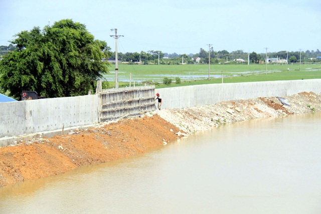 Hà Nội gấp rút hoàn thiện đê bê tông ngăn lũ sông Bùi đe dọa nội thành - 8