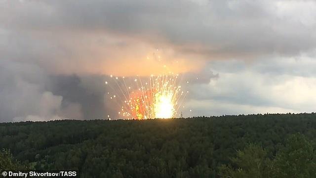 Kho đạn pháo quân sự Nga chứa 40.000 quả phát nổ, 11.000 người di tản gấp - 3