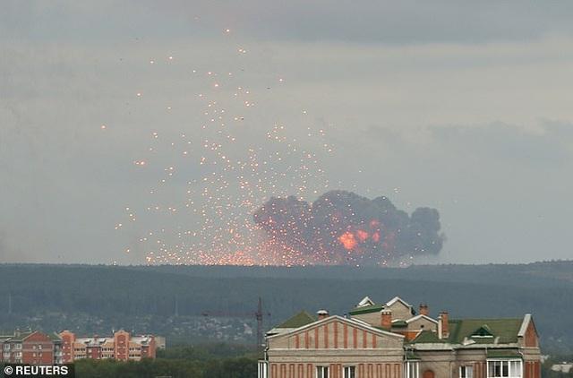 Kho đạn pháo quân sự Nga chứa 40.000 quả phát nổ, 11.000 người di tản gấp - 2