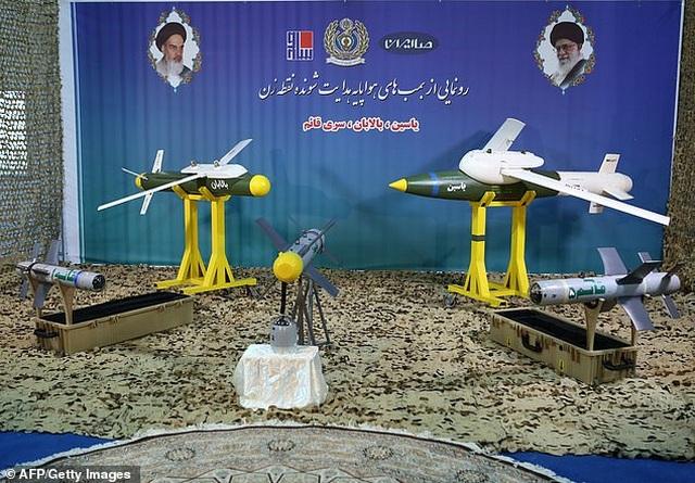Iran cùng lúc khoe 3 tên lửa dẫn đường không đối không mới - 1