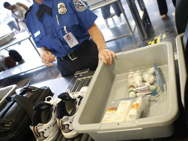 Tại sao du khách không được mang quá 100 ml chất lỏng lên máy bay? - 3