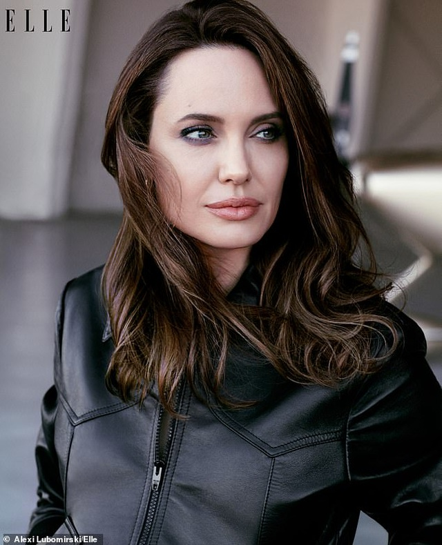 """Angelina Jolie muốn có thật nhiều """"phụ nữ tinh quái"""" trên thế giới - 3"""