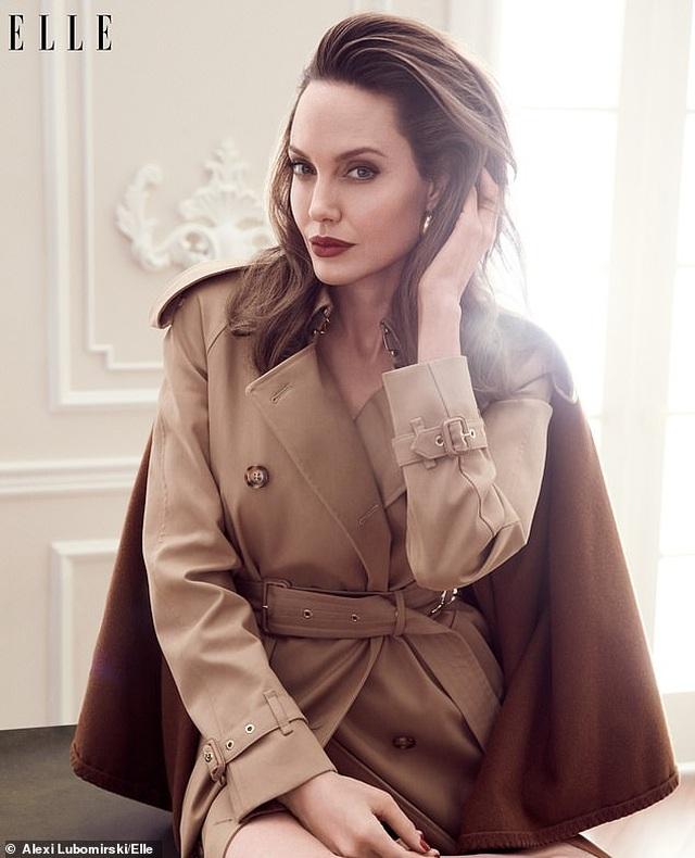 """Angelina Jolie muốn có thật nhiều """"phụ nữ tinh quái"""" trên thế giới - 8"""