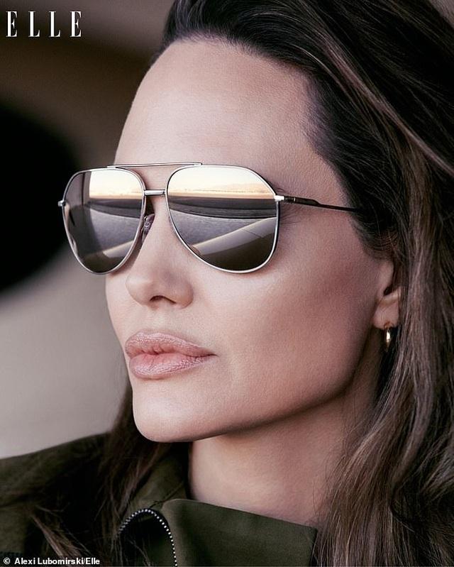 """Angelina Jolie muốn có thật nhiều """"phụ nữ tinh quái"""" trên thế giới - 9"""